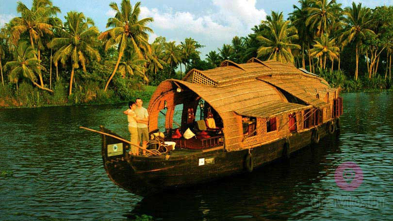 Honeymoon Packages trip in kerala houseboat